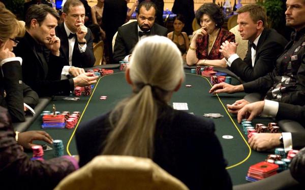 карточный стол со съемок агента 007